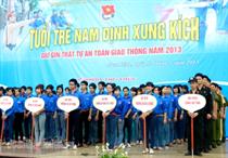 Nam Định: 5.000 bạn trẻ với ngày hội ATGT 2013