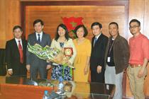 """Trao Kỷ niệm chương """"Vì thế hệ trẻ"""" cho Phó trưởng đại diện Quỹ Dân số Liên hợp quốc tại Việt Nam"""
