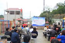 Trao tặng sân chơi cho thiếu nhi thôn Chợ A, xã Côn Minh, huyện Na Rì, Bắc Kạn