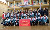 Trao tặng 04 sân chơi cho thanh thiếu nhi xã Hòa Cuông, huyện Trấn Yên, tỉnh Yên Bái