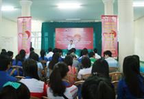 """Trung tâm TTN Thừa Thiên Huế: Hiến máu tình nguyện """"Giọt máu hồng yêu thương"""" năm 2013."""