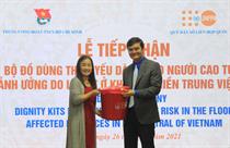 UNFPA tại Việt Nam hợp tác cùng thanh niên hỗ trợ người cao tuổi vùng lũ lụt