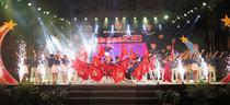 Hàng ngàn bạn trẻ Huế tham dự chương trình Dạ hội Thanh niên chào năm mới 2018