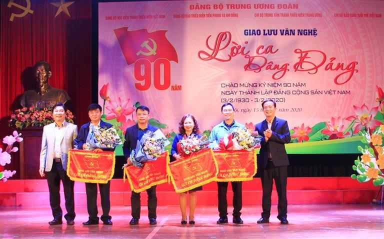 """Chương trình  giao lưu văn nghệ """"Lời ca dâng Đảng"""" Chào mừng kỷ niệm 90 năm ngày thành lập Đảng Cộng sản Việt Nam"""