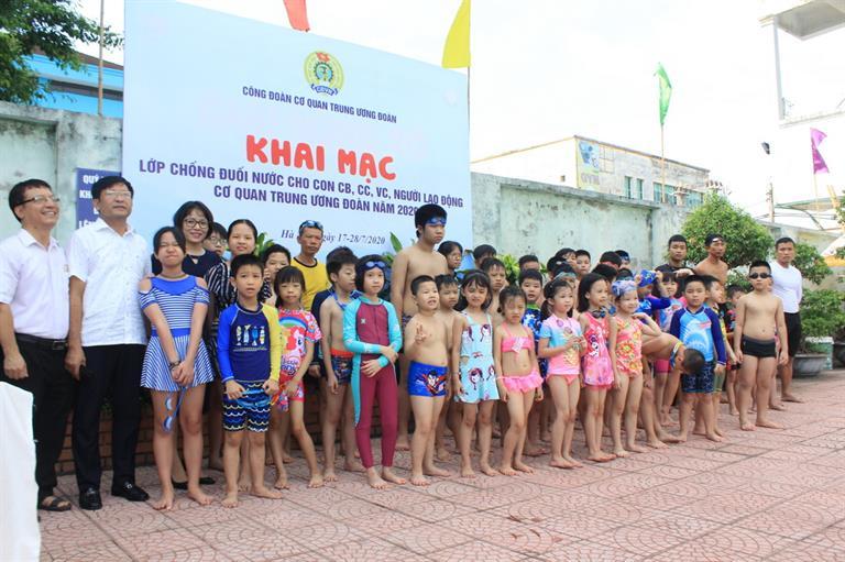 Khai giảng các Lớp bơi cho con cán bộ cơ quan Trung ương Đoàn