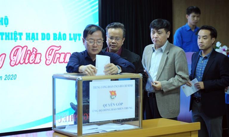 Trung ương Đoàn quyên góp hơn 20 tỉ đồng hỗ trợ đồng bào miền Trung bị lũ lụt
