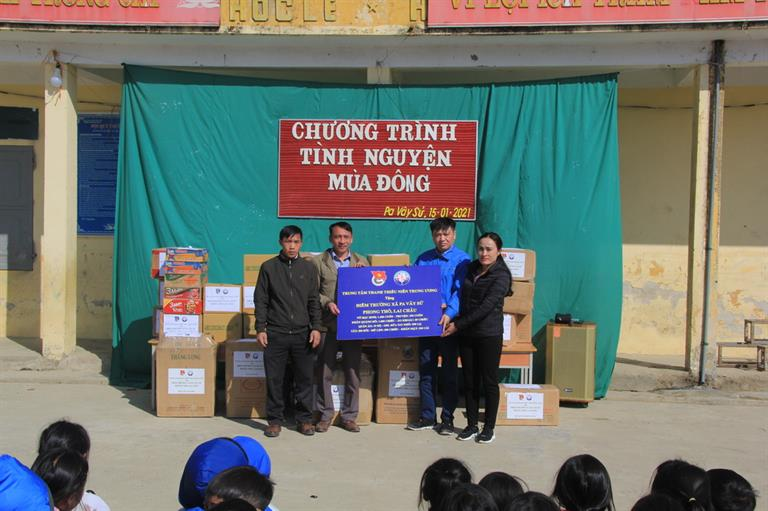 """Chương trình """"Tình nguyện mùa Đông"""" tại điểm trường Pa Vây Sử, Phong Thổ, Lai Châu"""