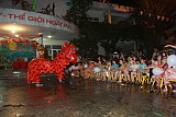 """Tặng 107 xuất quà cho các em trên địa bàn phường Thanh Xuân Bắc nhân dịp """"Tết Trung thu 2017""""."""