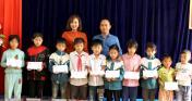Trao tặng 02 sân chơi, 10 xuất học bổng cho thanh thiếu nhi xã Kiên Thành, huyện Trấn Yên, tỉnh Yên Bái
