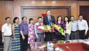 """Trao kỷ chương """"Vì thế hệ trẻ"""" cho Trưởng đại diện Quỹ dân số LHQ tại Việt Nam"""