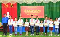 Trao tặng sân chơi thiếu nhi cho Trường TH&THCS Thượng Bì, Kim Bôi, Hòa Bình